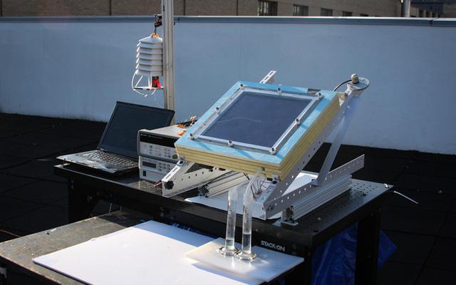 VianPool (Tiếng Việt) Sử dụng năng lượng Mặt Trời, thiết bị này lấy được nước từ không khí khô hanh như sa mạc